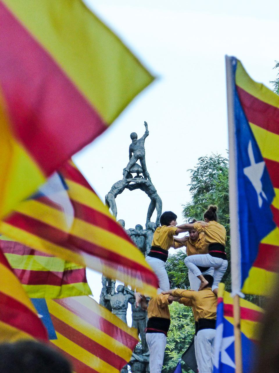15 faktów i ciekawostek o Hiszpanii - Castells, czyli wieże z ludzi - Kate Traveller - Blog Podróżniczy