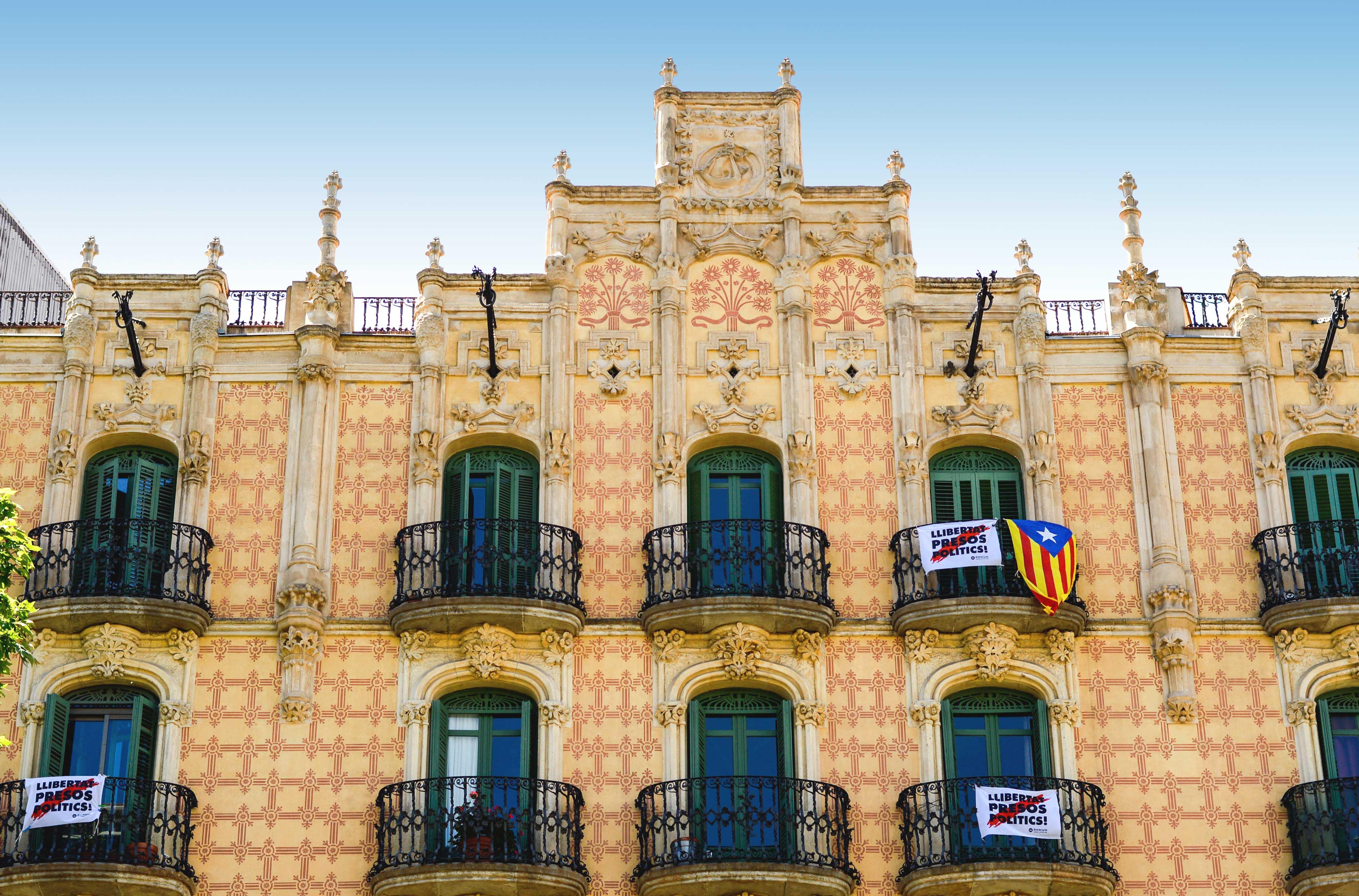 Fakty i ciekawostki o Hiszpanii - Flaga - Kate Traveller - Blog Podróżniczy