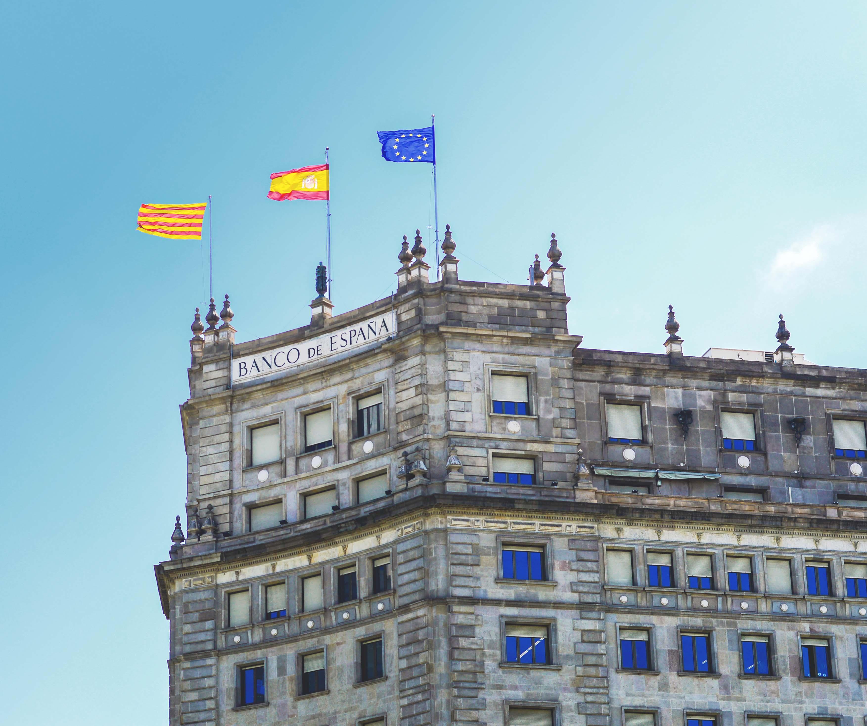 Fakty i ciekawostki o Hiszpanii - Flagi - Kate Traveller - Blog Podróżniczy