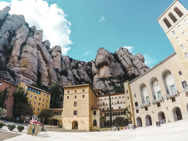 Fakty i ciekawostki o Hiszpanii - Montserrat - Kate Traveller - Blog Podróżniczy
