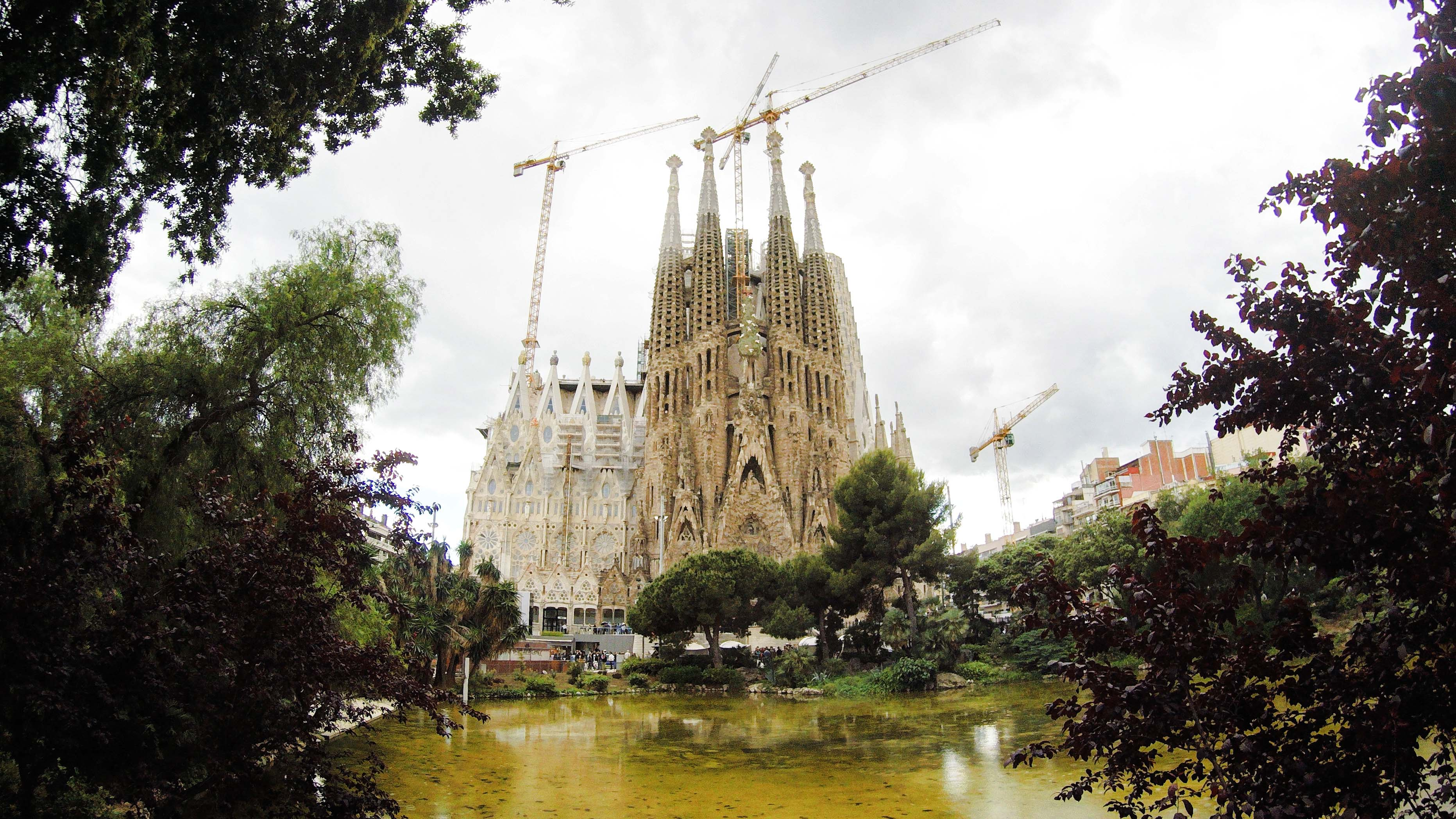 Fakty i ciekawostki o Hiszpanii - Sagrada Familia - Kate Traveller - Blog Podróżniczy